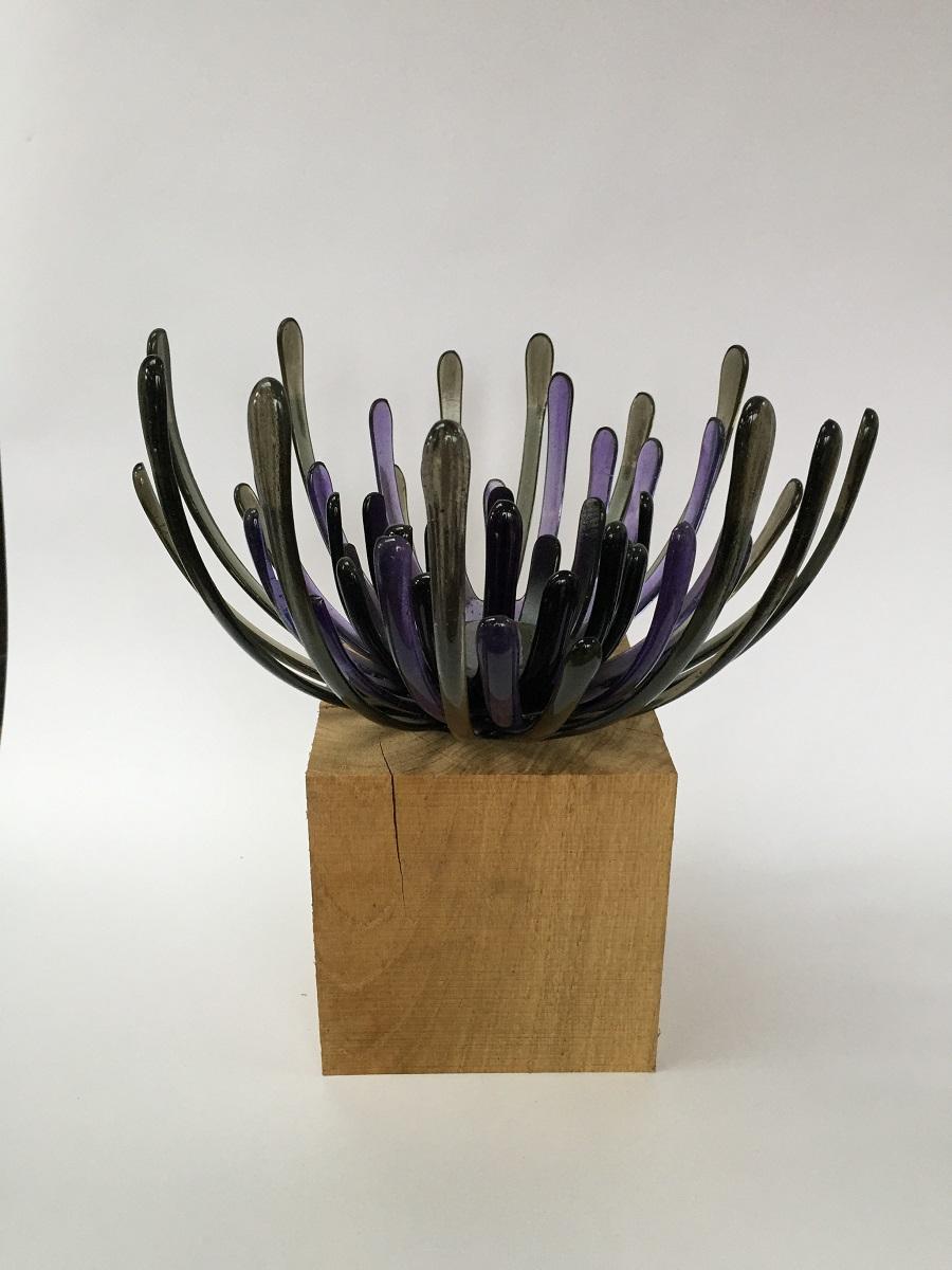 Chrysantschaal grijs paars - Maureen Heijdemann - Glasvaardig